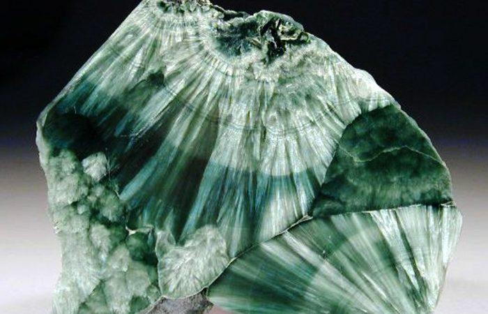 the-feathery-gemstone-seraphinite